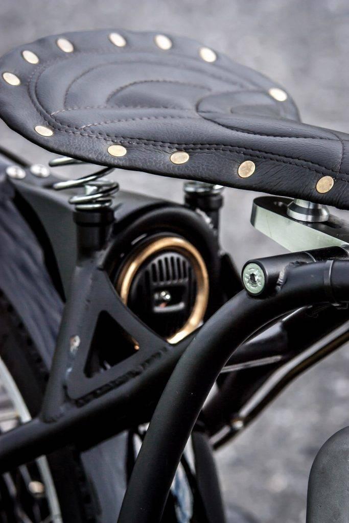 Nahaufnahme des geformten Sitzes - Umbau BMW R100 RS Starrahmen, Motorrad