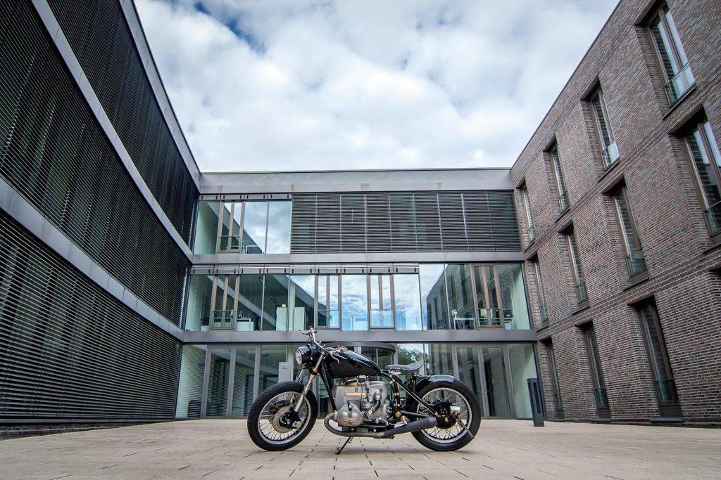 Schöne umgebaute Bike BMW R100 RS Starrahmen in Oelde